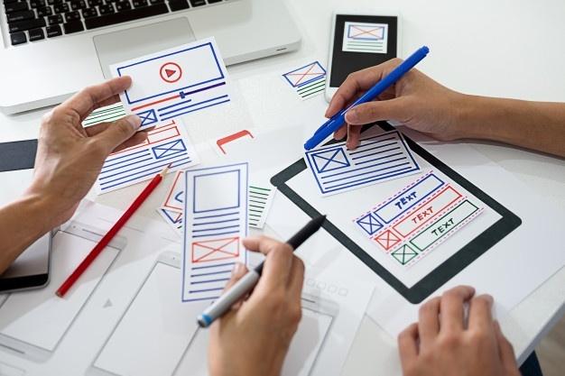 aplicacion-planificacion-creative-web-designer-desarrollo-marco-diseno-plantilla_1418-2135